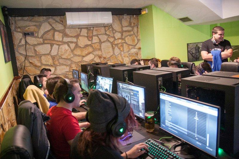 Foto 1  LevelUp Gaming Bar